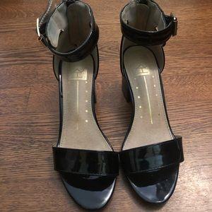 SALE🥳6.5 block heel ankle strap zip up sandals
